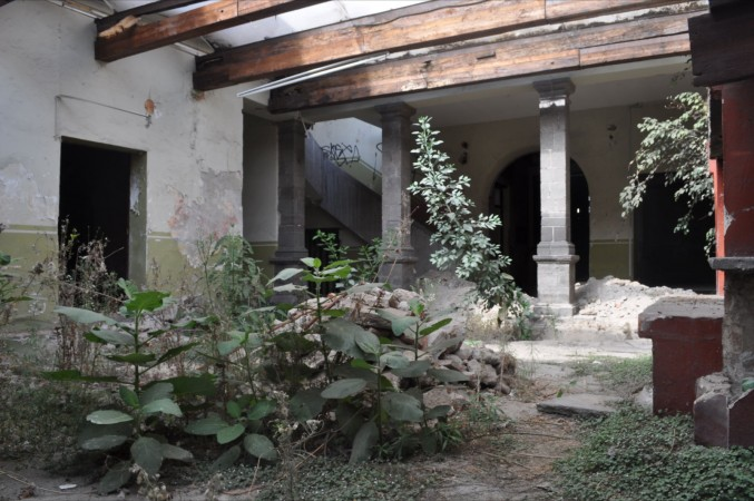 Edificio Abandonado (2011), Foto de Martha Vivar Coyotl para Neotraba