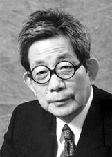 Kenzaburo Oé foto tomada de # http://nobelprize.org/nobel_prizes/literature/laureates/1994/oe-bio.html #