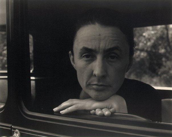 Georgia O'Keeffe, foto Alfred Stiglitz (1931); imagen por cortesía de Rosa Borrás