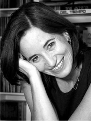 Mónica Lavín. Fotografía por Adrián Bodek.