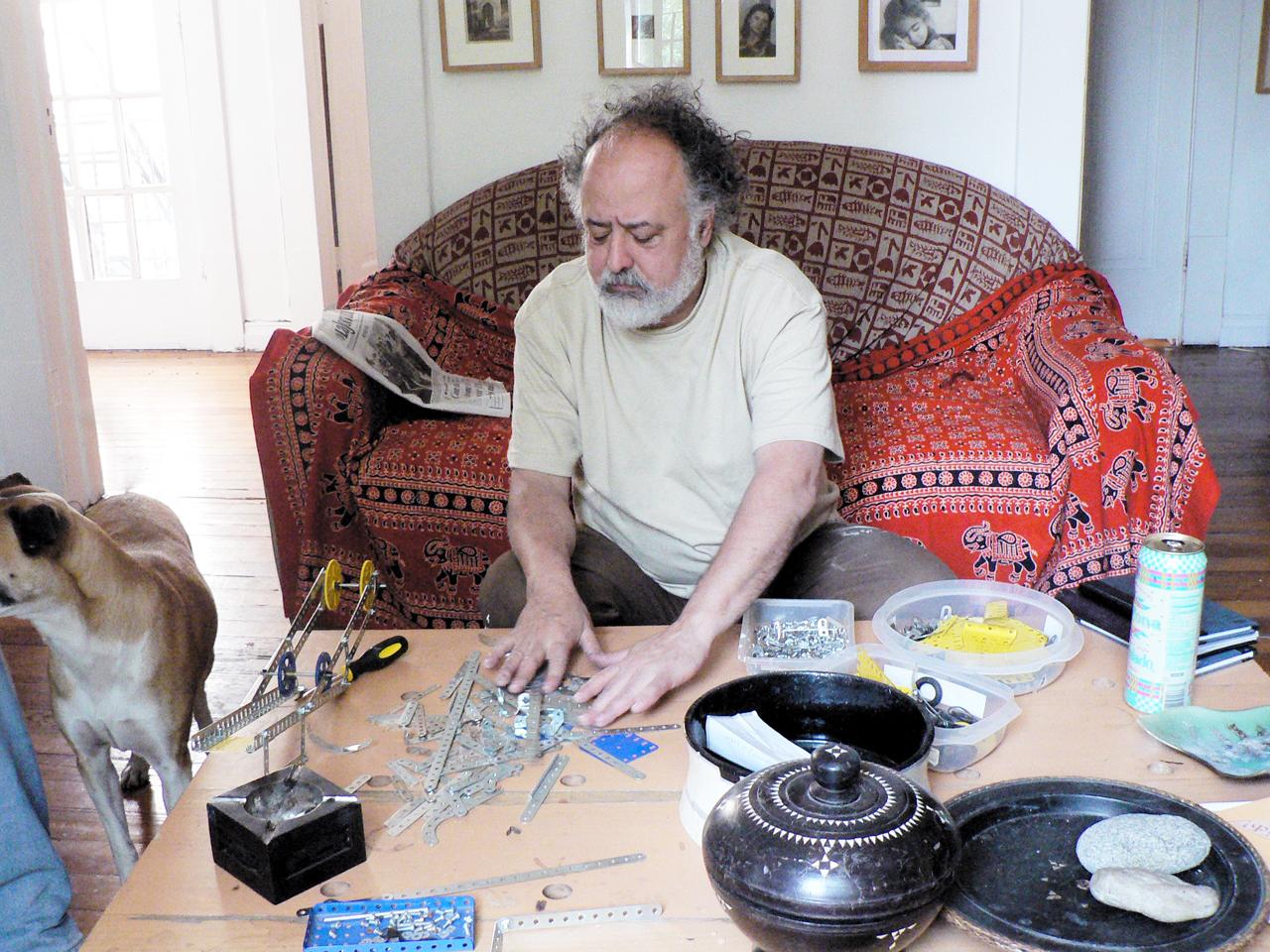 Gabriel Macotela en su estudio, foto: Pascual Borzelli Iglesias