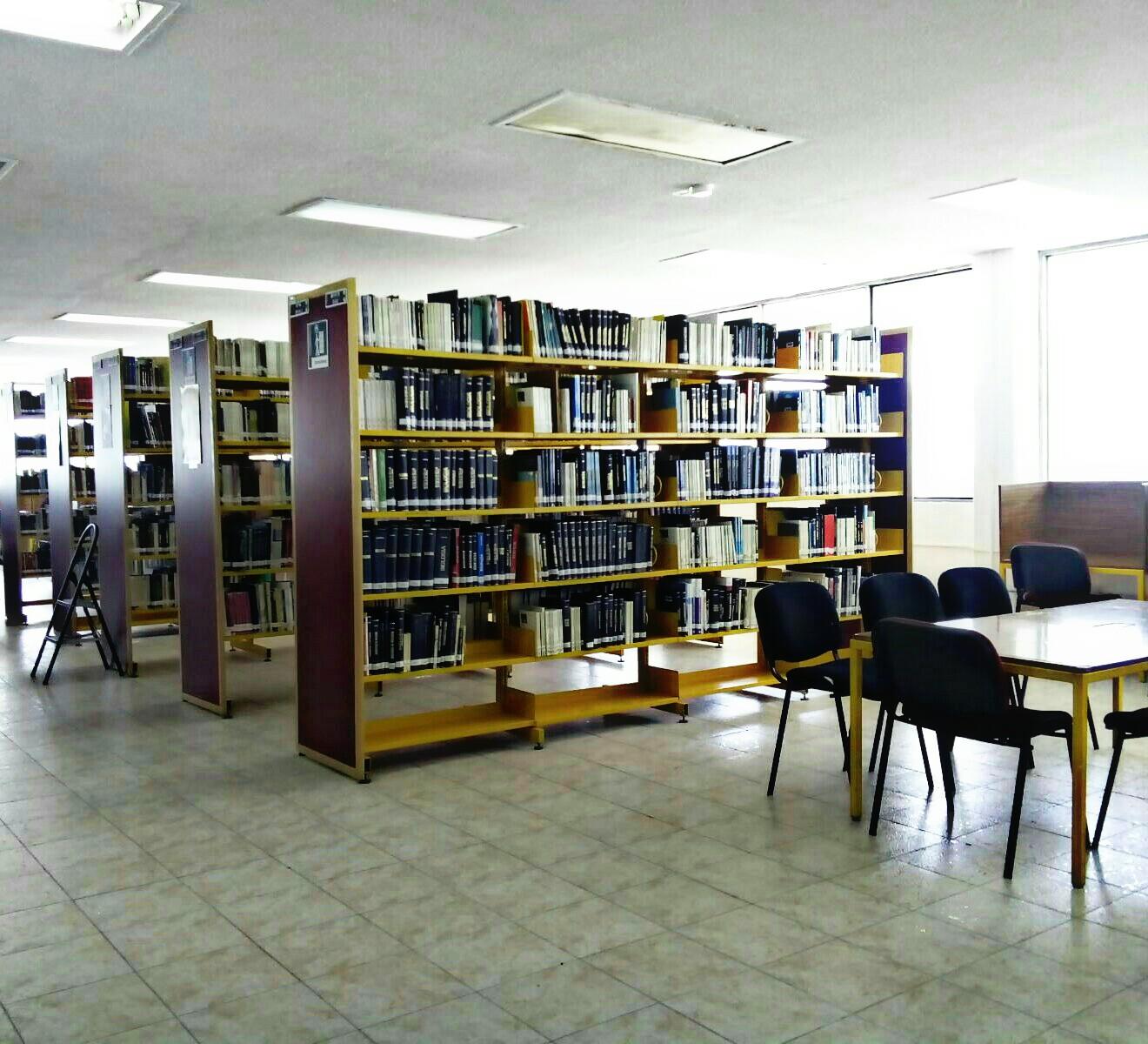 Biblioteca de la prepa Alfonso Calderón de la BUAP foto de Mitzi Hernández