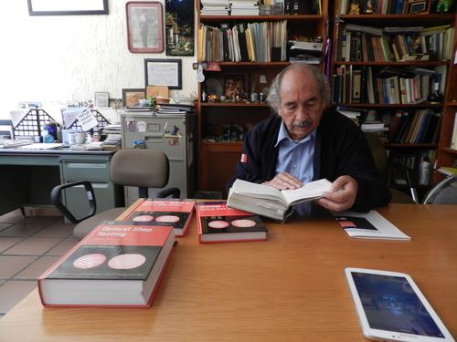 Doctor Alejandro Cornejo, imagen tomada de http://newsnet.conacytprensa.mx/media/com_hwdmediashare/files/4f/cf/70/c6c88a402b6d31f69bb5cf5c216059ee.jpg